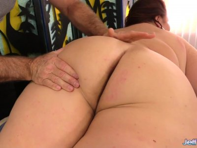 Mature BBW Lady Lynn Gets Her Beautiful Body Worshipped by Old Masseur