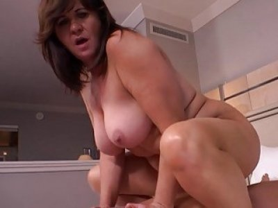 Chubby cougar milf enjoys hard pussy pounding in bed POV
