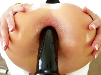 Roxy Raye takes enormous dildo and the cock in her ass at the same time