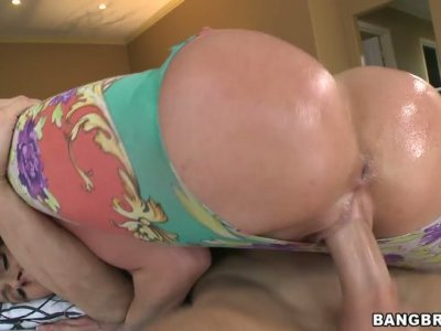 Hot tempered girl Kendra Lust moving her oiled ballons fast